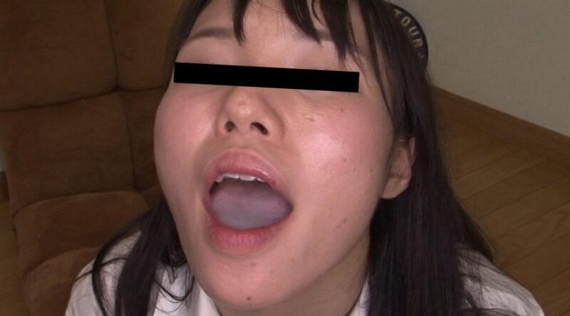 大量に口の中に射精される素人